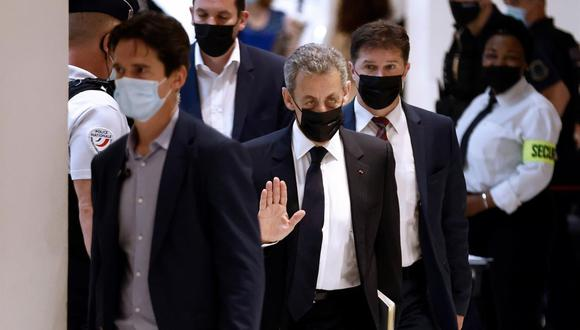 El expresidente francés Nicolas Sarkozy llega al juzgado de París para el juicio por presunta financiación ilegal de su fallida campaña de reelección de 2012. (EFE / EPA / YOAN VALAT).