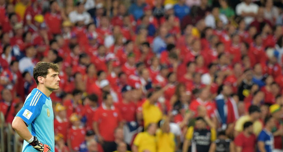 Lo mismo le ocurrió a España en 2014, que tras perder por goleada frente a Holanda y luego frente a Chile, poca opción le quedó para clasificar. (Foto: Reuters)