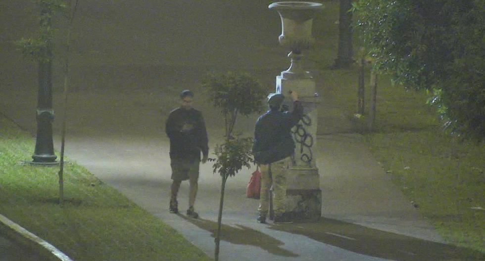 Serenazgo intervino a dos vándalos que pintarrajearon esculturas de Paseo Colón (Foto: Municipalidad de Lima)
