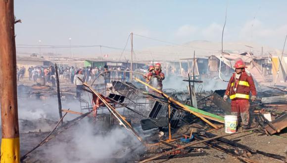 El incendio en el distrito de Nuevo Chimbote destruyó 60 viviendas en un asentamiento humano, pero no dejó fallecidos. (Foto: COER Áncash)