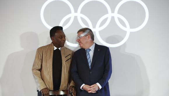El dirigente impuso la Orden Olímpica a Pelé durante los Juegos de Río 2016. (Foto: AFP)