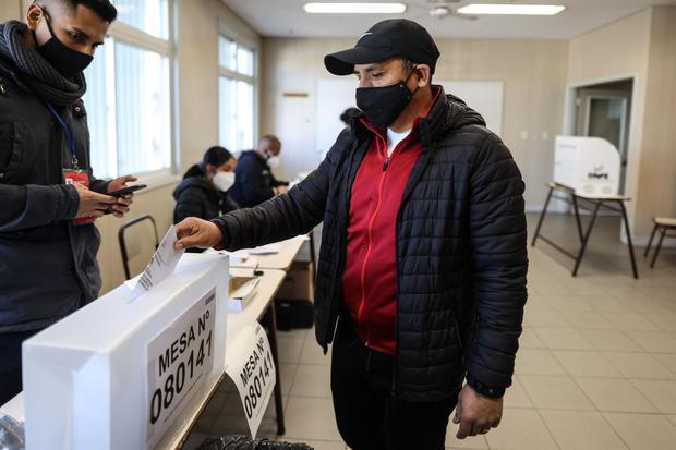Las personas que por algún motivo no asistieron a sufragar y no están dentro del grupo de exonerados, deberán pagar la multa electoral (Foto: EFE)