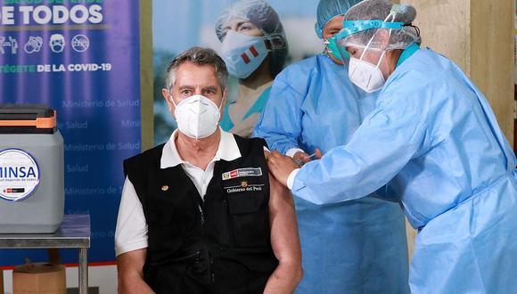 Francisco Sagasti recibió la vacuna de Sinopharm el 9 de febrero en el Hospital Militar Central. (Foto: Presidencia)