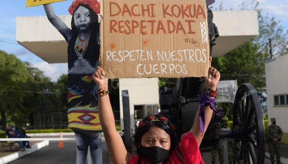 En junio del año pasado, una niña de 12 años del pueblo embera-chamí fue secuestrada y violada en el caserío de Santa Cecilia, que hace parte del municipio de Pueblo Rico. La justicia ha dictado penas de 16 y 7 años de cárcel contra los perpetradores. (Foto: El Tiempo, de Colombia / GDA)