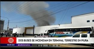 Piura: incendio en local de empresa de transportes consume dos buses