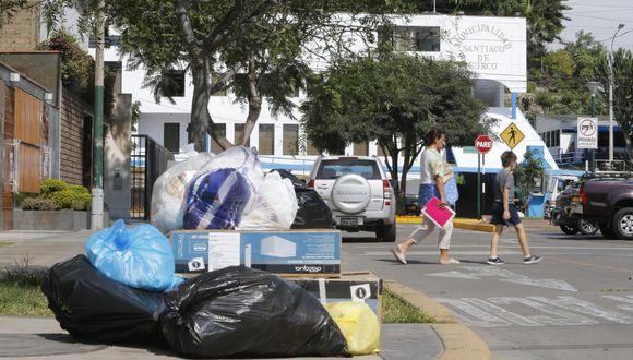 En el distrito aún están regados los desechos. La comuna usa provisionalmente 10 camiones de Industrias Argüelles para recoger residuos. (Foto: Francisco Neyra / GEC)