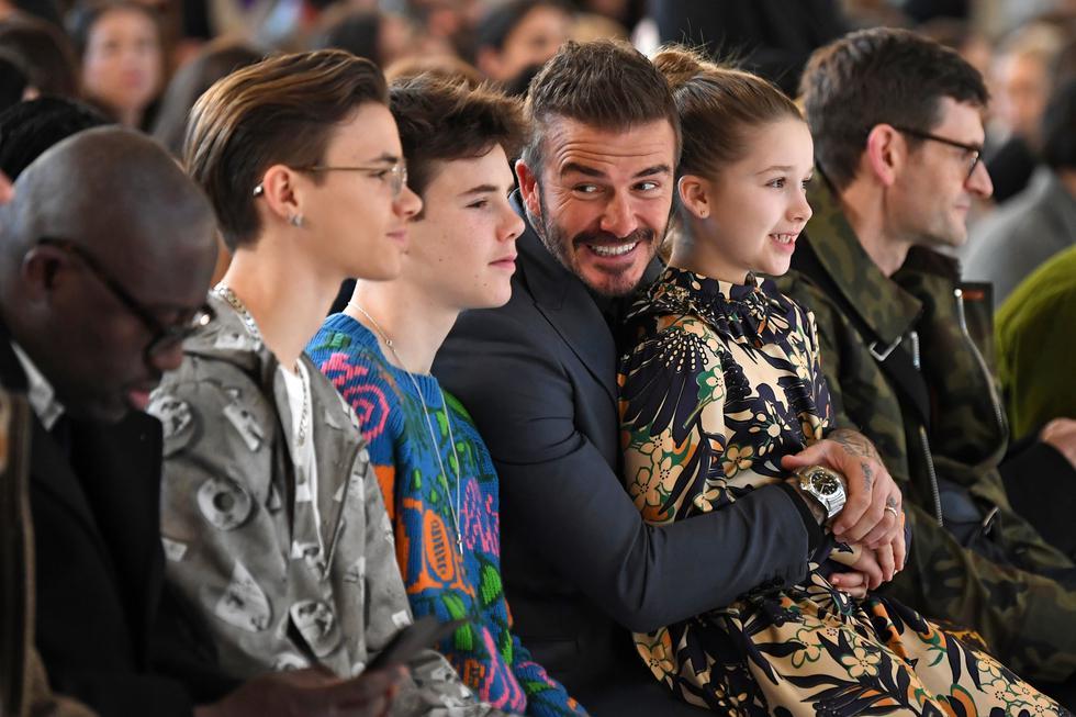 Los Beckham: Victoria ha conseguido pasar de ídolo musical a una gran imagen en el mundo de la moda, consolidándose como una de las diseñadoras de moda contemporánea más seguidas a nivel mundial. Por su parte, David Beckham también se ha lucido de vez en cuando como modelo ocasional, y su hijo Brooklyn se ha movido al rubro de la fotografía de moda. Harper, Romeo y Cruz, son asiduos participantes en el front row de distintas Semanas de la Moda.