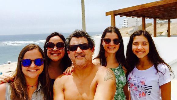 Sergio Galliani y sus cuatro hijas.