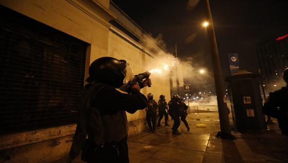 Policía Nacional confirmó uso de gases lacrimógenos y perdigones. (Foto: César Bueno/Gec)