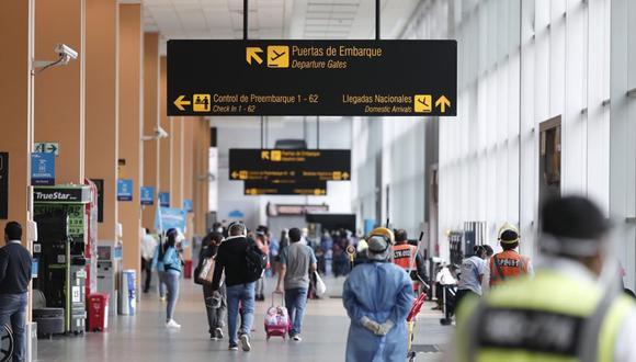 El aeropuerto internacional Jorge Chávez operó en el 2019 con 23,6 millones de pasajeros. El de Bogotá lo hizo con 34,9 millones en ese mismo período. (Foto: Leandro Britto/ GEC).