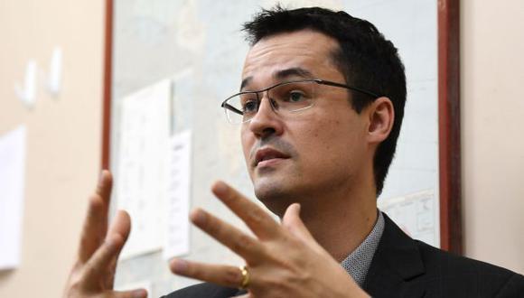 """El fiscal Deltan Dallagnol, coordinador de la mayor operación anticorrupción de la historia de Brasil, advirtió que el establishment se está """"vengando"""" para frenar las investigaciones. (AFP / EVARISTO SA)."""