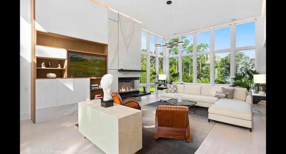 Diseñada por el arquitecto Peter Cook y construida en 2018, la morada de 6,760 pies cuadrados cuenta con paredes de vidrio de doble altura de piso a techo. (Foto: Realtor)