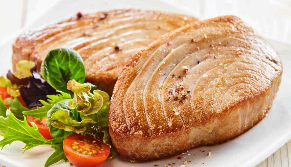 El pescado azul (bonito, caballa, sardina, anchoveta) aporta hierro. Si preparas pescado sudado con tomate y pimientos, complementa  con refresco de camu camu. (Foto: Shutterstock)