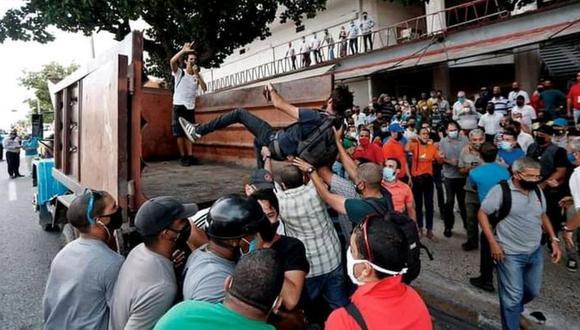 Una de las protestas del domingo ocurrió frente al Instituto Cubano de Radio y Televisión en La Habana. (YUNIOR GARCÍA).