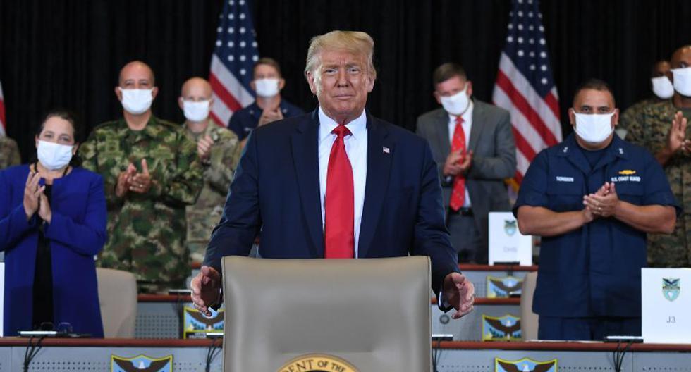 El presidente de los Estados Unidos, Donald Trump, asiste a una sesión informativa sobre operaciones mejoradas de narcóticos en el Comando Sur de los Estados Unidos en Doral, Florida. (Foto: AFP / SAUL LOEB).