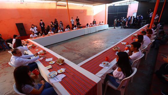 Keiko Fujimori fue una de las candidatas que realizó el acostumbrado desayuno electoral junto a su familia en el local partidario ubicado en el Centro de Lima. (Hugo Curotto / @photo.gec)
