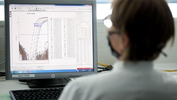 El trabajo remoto y el teletrabajo se han vuelto la norma en varios sectores laborales. La oficina del pasado está cambiando tras el paso de la pandemia del nuevo coronavirus. (Foto: EFE)
