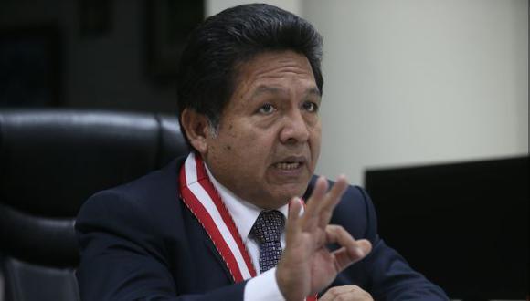 """""""Fiscal sentado sobre cuatro clavos"""", por Juan Paredes Castro"""