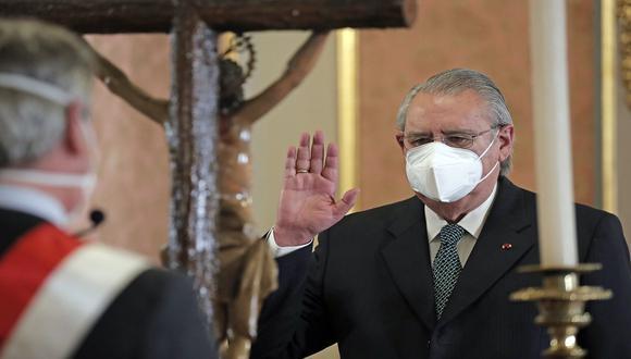Allan Wagner juró como nuevo canciller, en reemplazó en el cargo a Elizabeth Astete, quien renunció el último domingo tras confesar que se vacunó contra el COVID-19. (Foto: Presidencia del Perú)