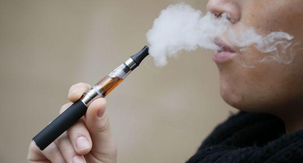 EE.UU. prohíbe la venta de cigarrillos electrónicos a menores