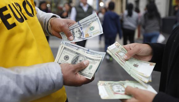 En lo que va del año, el billete verde acumula un avance de 9,05% en la plaza local. (Foto: AFP)
