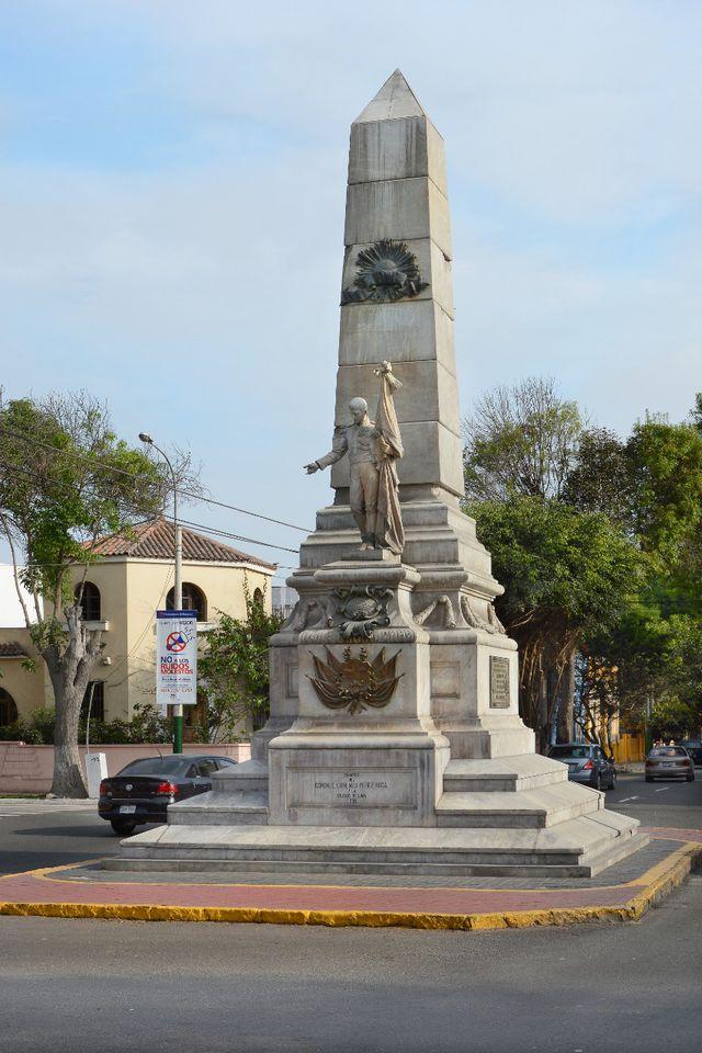 LEGADO EN LA CIUDAD.  Varios monumentos históricos de Lima, así como mausoleos del cementerio Presbítero Maestro, están hechos con mármol del negocio familiar. Uno de los primeros se ubica en Barranco, en el cruce de la avenida San Martín con Sáenz Peña. Se erigió en honor al libertador del Perú.  (Foto: Shutterstock)