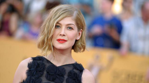 2008 was a year that marked the lives of Rosamund Pike and Joe Wright.  Both were a few weeks away from saying yes at an altar in England, but the director decided to end the actress, then 29 years old (Photo: AFP)