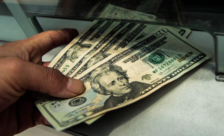 El precio del dólar bajó a 21.990,33 bolívares soberanos por billete verde en el mercado paralelo. (Foto: GEC)