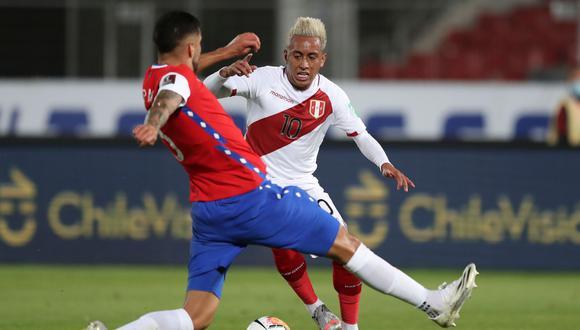 Christian Cueva ingresó a los 39 minutos ante Chile, en el Estadio Nacional de Santiago, por las Eliminatorias a Qatar 2022. (Foto: AFP)