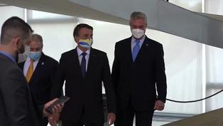 Bolsonaro regresa a Brasil y su ministro de Salud se queda en Nueva York con COVID-19