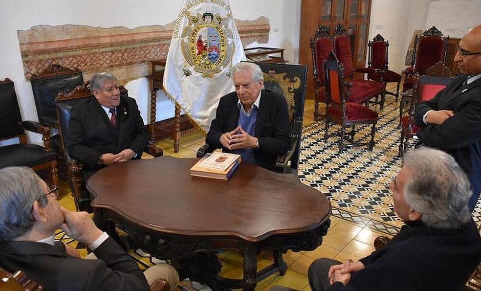 Mario Vargas Llosa ya se encuentra en Lima para la FIL 2019. (Foto: Facebook Universidad Nacional Mayor de San Marcos)