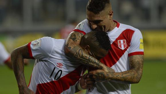 Paolo Guerrero y Jefferson Farfán se conocieron en las divisiones menores de Alianza Lima. (Foto: AFP)