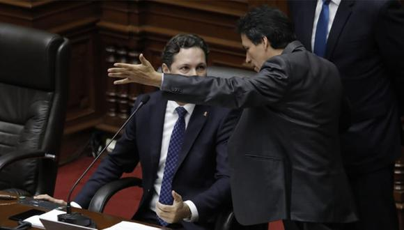 Una accidentada sesión se llevó a cabo hoy en el pleno del Congreso. Segundo Tapia cuestionó así a Daniel Salaverry por apagarle el micrófono a Rosa Bartra. (Foto: Anthony Niño De Guzmán / GEC)
