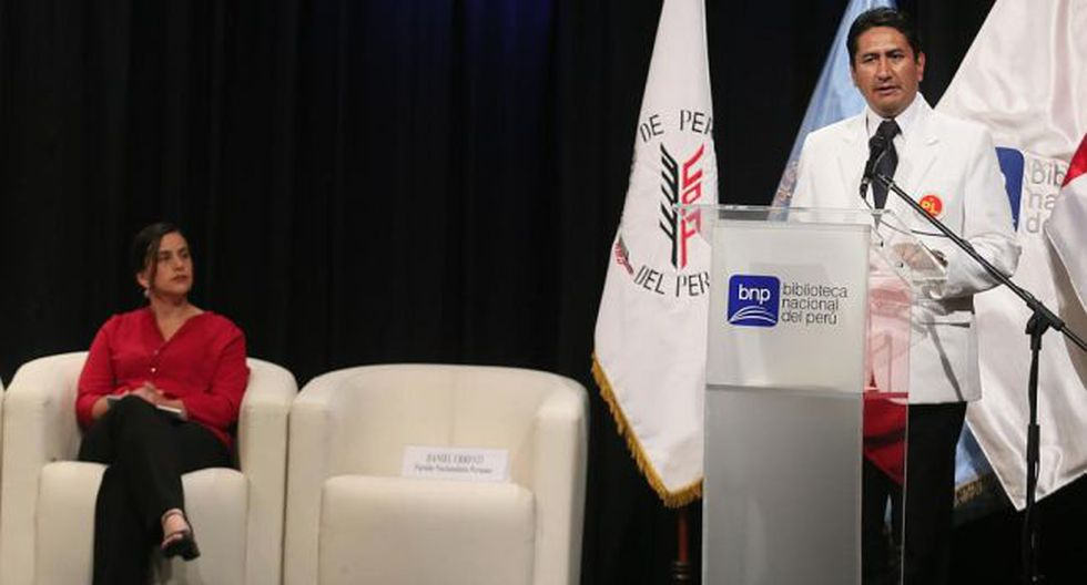 Verónika Mendoza y Vladimir Cerrón en uno de los debates que se realizaron durante la campaña electoral del 2016. (Foto: Miguel Bellido / GEC)