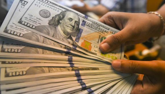 En el segmento de personas, destacó la caída en la dolarización de depósitos de ahorro en 5 puntos porcentuales. (Foto: Reuters)