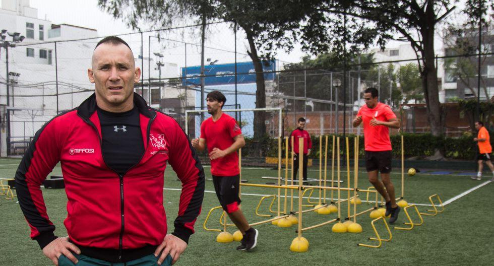 El 90% de las personas que entrenan en el gimnasio de Luis Carrillo son futbolistas, el 10% restante son luchadores. (Eduardo Cavero / El Comercio)