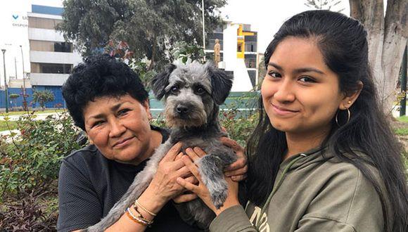 Pilar Méndez y Paola Pajares junto a Benito. (Foto: Andrea Carrión)