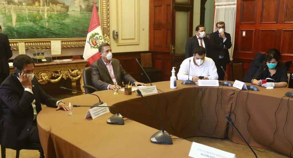 Junta de Portavoces sesiona con sus integrantes portando mascarillas y guantes. (Foto: Congreso de la República)