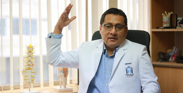 El médico intensivista Jesús Valverde, presidente de la Sociedad Peruana de Medicina Intensiva, denunció la inoperatividad de 40 camas dentro de un área de cuidados intensivos en el Dos de Mayo.