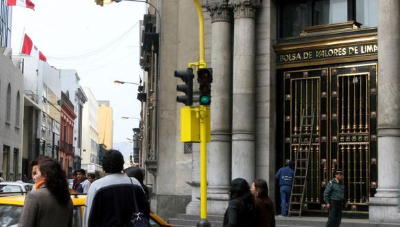 En el mercado cambiario, el dólar se cotizó a S/.3.295 la compra y a S/. 3.296. (Foto: Andina)