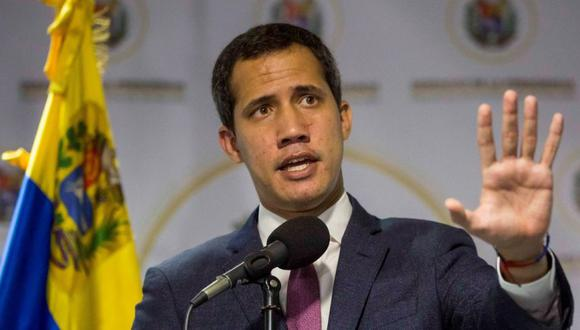 Juan Guaidó afirmó que mantendrá a los ciudadanos informados sobre su proceso de recuperación del coronavirus. (Foto: EFE/ Miguel Gutiérrez).