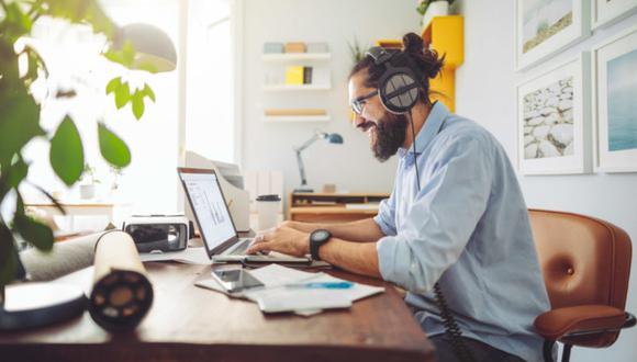 También busca que los usuarios tengan el máximo acceso a canales de entretenimientocomo online y videojuegos para liberar el estrés del confinamiento que tanto daño hace a la salud mental. (Foto: Getty Images)