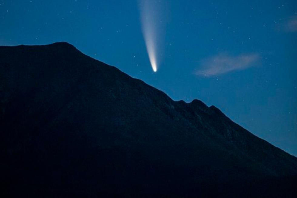 FOTO 1 DE 5   Desde que la NASA lo detectó el pasado 27 de marzo, los amantes de la astronomía a nivel mundial sabían que el paso del cometa Neowise sería, sin lugar a dudas, el espectáculo celestial de la década.   Crédito: @jwalter1337 en Twitter. (Desliza hacia la izquierda para ver más fotos)