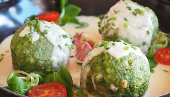 Las albóndigas de espinacas se pueden comer con salsa de tomate o salsa blanca. (Foto: Pixabay)