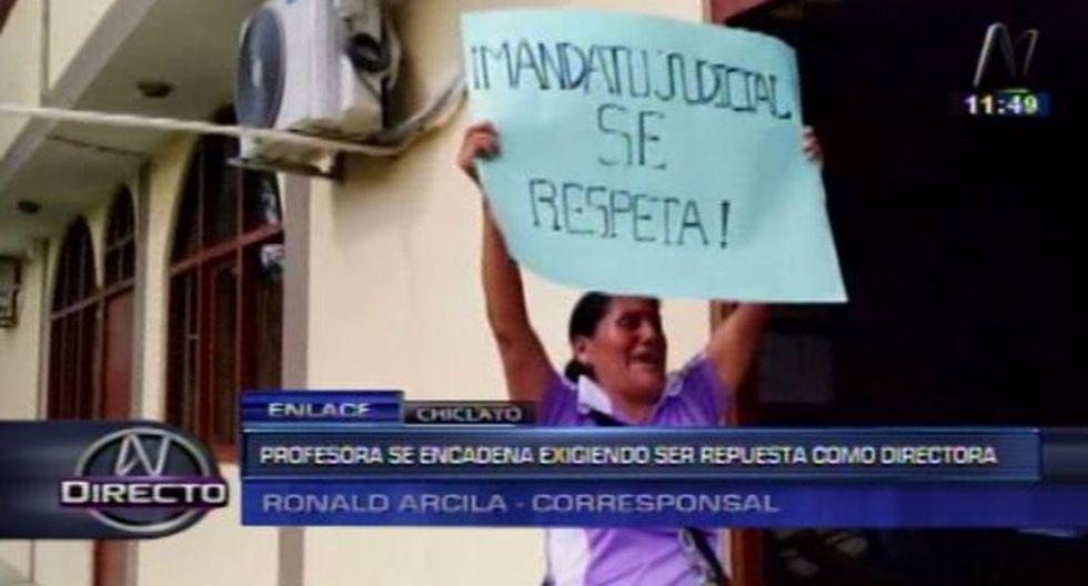 Chiclayo: profesora se encadena pidiendo ser repuesta en cargo