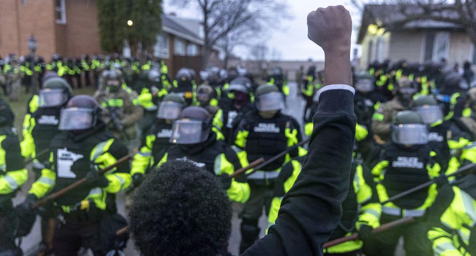 Protesters defy curfew over police killed young black man in Minneapolis