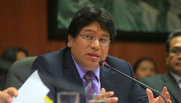 Rennán Espinoza pidió licencia para apoyar campaña de su hijo