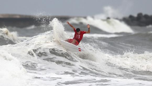 Lucca Mesinas, el único surfista peruano que quedaba en competencia, fue eliminado de los Juegos Olímpicos ante el australiano Wright.  | Foto: @Tokyo2020es