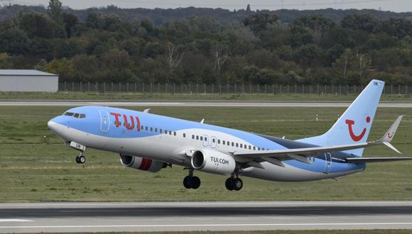 Al menos 16 pasajeros de uno vuelo de Grecia a Gales dieron positivo por coronavirus. (Foto: INA FASSBENDER / AFP).