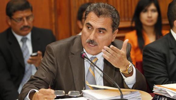 Julio Gagó: Correos electrónicos hunden más a congresista
